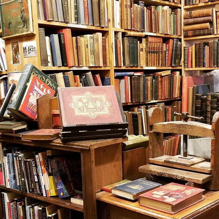 Bookshops of Edinburgh - Got Away
